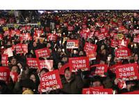 南韓跨年怎麼過?手握溫暖燭光...青瓦台前繼續「倒朴」
