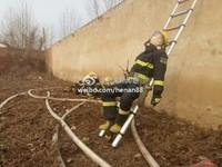 消防員滅完火累翻 不顧零下低溫...躺梯子上瞇一下