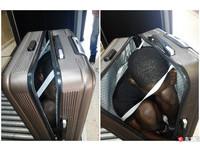 非洲軟骨男為了偷渡到西班牙 手抱膝塞進行李箱闖關