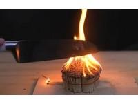 轟滋!瞬間烈焰超驚人 網友挑戰1000度菜刀「切火柴」