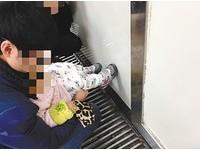 公廁1公尺外...抱著小孩隨地尿尿 母:孩子廁所上不出來
