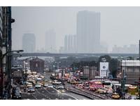 台灣整個消失! 鄭明典秀衛星照:大陸霾從華北到南海