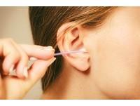 你還在用棉花棒清耳垢? 醫:易傷耳道...別再這麼做!