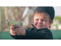 IS訓練3歲男童當劊子手 廢棄球池中對昏迷男開槍爆頭