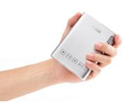 華碩迷你投影機ZenBeam E1上市,可為手機充電!