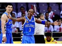 不只林志傑被揮拳 前NBA球星馬布里對廣廈也不乾淨!
