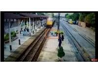 影/火車輾過他「爬起離開」 男:耳邊有聲音叫我跳…