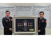 陳正賢榮退 南警四分局致贈紀念品歡送