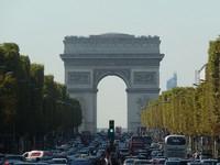 巴黎市中心朝無車化前進!香榭麗舍大道將變超大徒步區