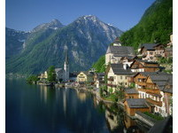防遊客闖婚禮自拍 奧地利「最美小鎮」聘保鑣維持秩序