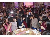 郭綜合溫馨望年會 員工盛裝出席共歡樂