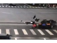 三寶友情?手拉手共闖紅燈 江蘇3國中女一起被車撞飛