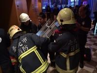 吃尾牙墜電梯井亡 目擊同事:電梯門鬆到像「掛著」!