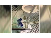 洗澡突然玻璃門爆裂 港女左肩割傷求償20萬怒槓旅館!