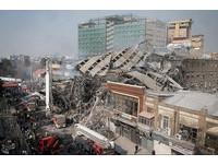 伊朗最老大樓失火倒塌30死 「同袍遭活埋」消防員崩潰
