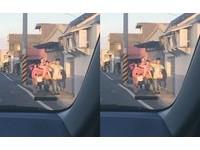 4人見警車喊口號整隊敬禮 小6生:前路隊長教的,想保持下去
