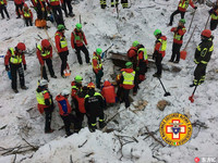 義雪崩埋旅館增至15死 飯店曾發求助信:被2公尺積雪困住