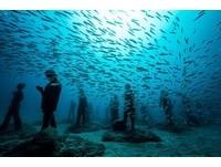 上百人漫步海底 歐首座水下博物館開張