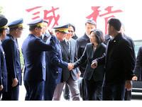 人民抗爭活動頻繁 蔡英文讚警察:耐心、拿捏分寸