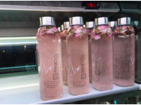 高雄這間「用喝的香水」氣泡水+果露還有玫瑰花瓣