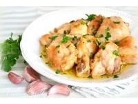 「料理東西雞」 西班牙蒜頭雞V.S.客家雞酒鍋