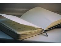 罕病男枕頭下藏「記憶簿」 寫下滿滿生命的美好...怕忘了
