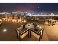 高雄「屋頂高空酒吧」將開幕!浪漫港都夜景美到微醺