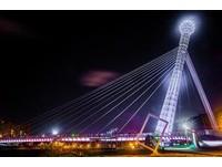 璀璨光雕點亮水岸!賞夜景好去處 新北市3大夢幻景觀橋