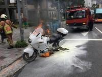 陽明山火燒車 車齡19年警用BMW重機燒毀
