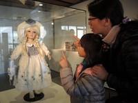 昔日貴族御用模特兒 逼真「陶瓷娃娃」現在卻讓人好害怕