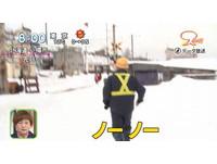 上鐵軌拍照、朝住戶家中丟雪球 中國觀光客:沒關係!