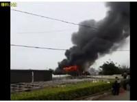 爆炸聲不斷!八德汽車回收廠大火 數公里外見濃煙急竄