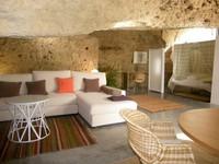 羅馬時代古洞穴變成西班牙旅館套房!田園風、通風超好