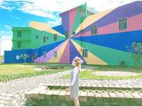 台東也有歐洲彩虹小鎮?巨大彩繪牆配歐式小木屋超繽紛