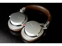 KisplaySONY MDR-1R