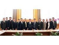 新加坡駐台辦黃偉權來拜會 促桃園、樟宜機場締結姊妹