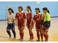 踢球女孩兒/讓老師也愛這項運動! 嘉縣積極推廣足球