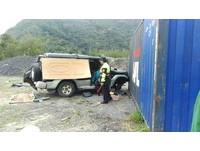 通緝犯躲9月徒刑!藏山中報廢車裡 被警天亮突擊嚇醒