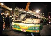 衛福部長探視國5翻車傷患 32死2傷重、10人穩定