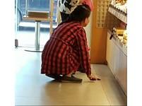 蝦毀?店員遇怪客「買東西要擲筊」 其實背後有原因!
