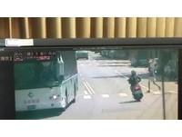 騎車撞上「帝王條款」!行人闖紅燈罰300...騎士沒違規罰更重