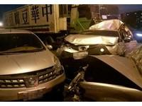 中山高南屯段8車追撞 自小客「被擠扁」…車潮回堵6公里