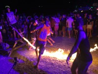 派對動物必朝聖!泰國「滿月派對」兩公里沙灘電音狂歡整夜