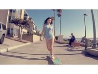 南韓一名正妹「Lee Juae」玩起長板時就像是在跳舞一樣,網友們大讚女神。(圖/翻攝自LeeJuae.Longboarder 臉書粉絲團)
