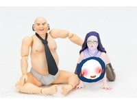 日本成人玩偶無極限! 「淫笑禿頭大叔」伸手抓修女