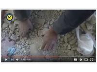 影/敘利亞女童活埋瓦礫 被救難人員徒手挖出奇蹟獲救