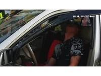 駕駛癲癇發作「逆向撞騎車婦人」 路人急拉手剎車解圍