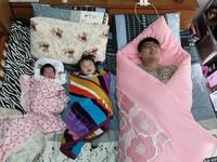 「我的3個小孩」!27歲童心爸幸福扮巨嬰...妻拍完照秒出賣