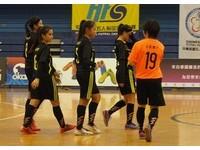踢球女孩兒/認為踢球沒未來 東體女足原想當女大兵