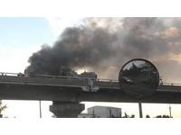 撞車停路肩「貨車追撞」轟!26歲男慘遭火吻95%燒傷命危